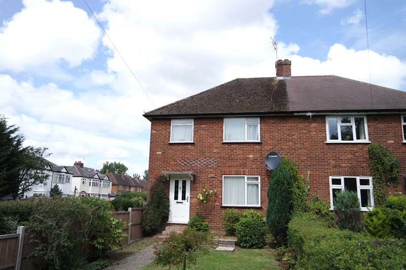 3 Bedrooms Semi Detached House for sale in Rowley Lane, Well End