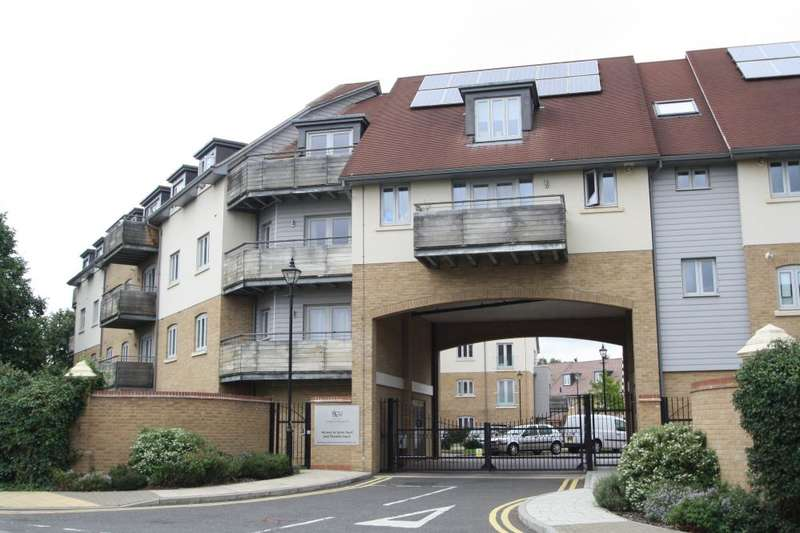 2 Bedrooms Apartment Flat for sale in New Mossford Way, Barkingside, IG6 1FJ
