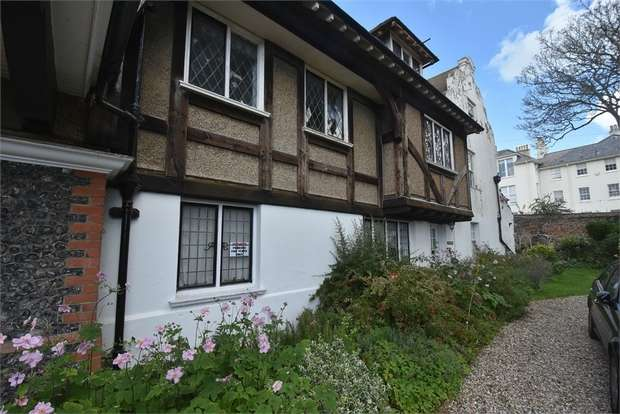 2 Bedrooms Flat for sale in Lanthorne Road, Broadstairs, Kent