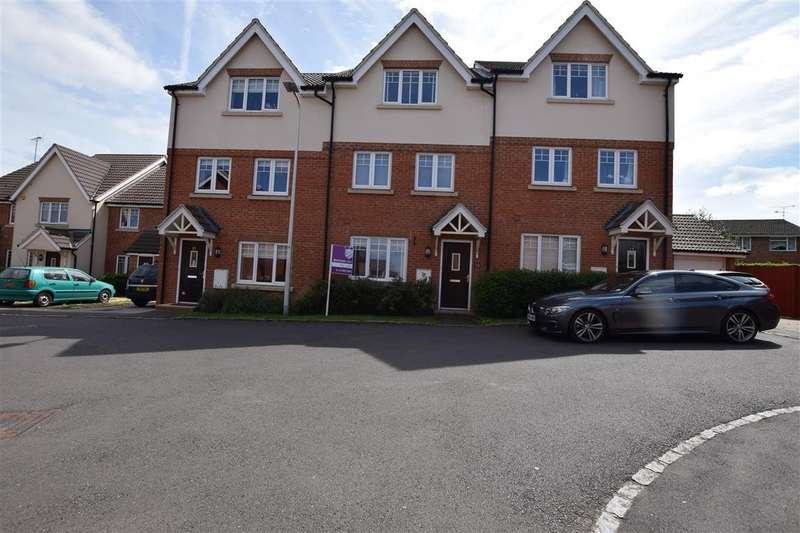 4 Bedrooms Town House for sale in Hilltop Gardens, Spencers Wood, Reading, RG7