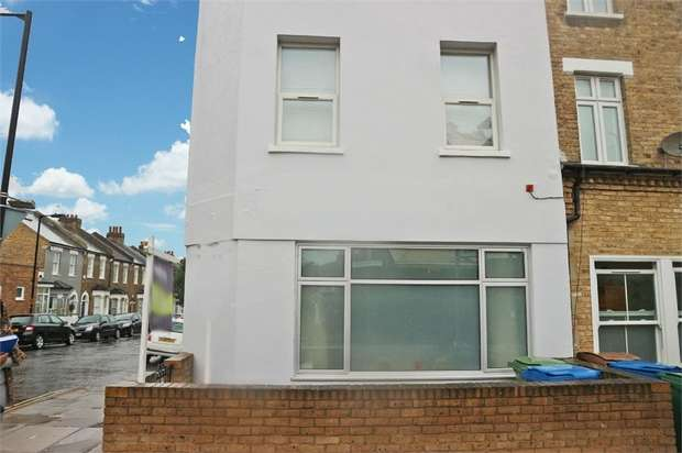2 Bedrooms Flat for sale in Crystal Palace Road, London