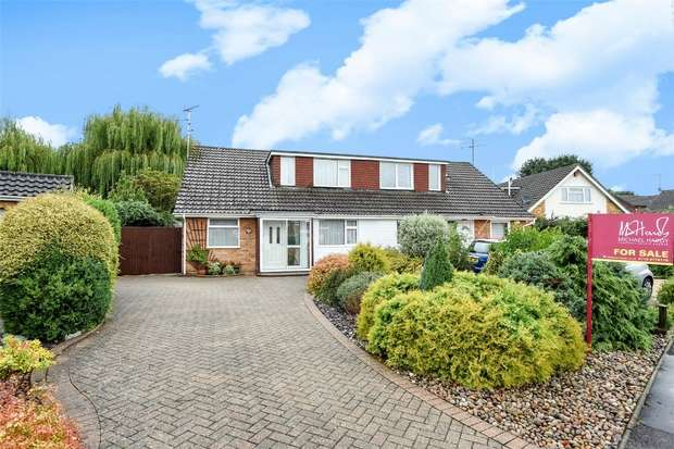 3 Bedrooms Semi Detached House for sale in Scots Drive, WOKINGHAM, Berkshire