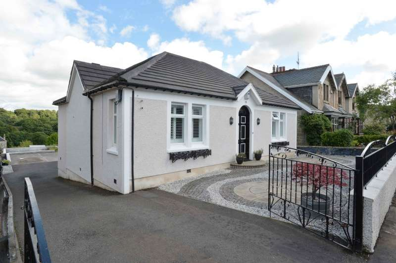 3 Bedrooms Bungalow for sale in 15 Broompark Drive, Lesmahagow, Lanark, ML11 0DH