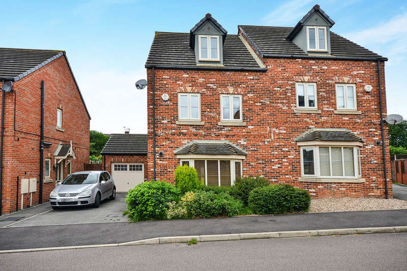 4 Bedrooms Semi Detached House for sale in Betts Avenue, Hucknall, Nottingham, NG15