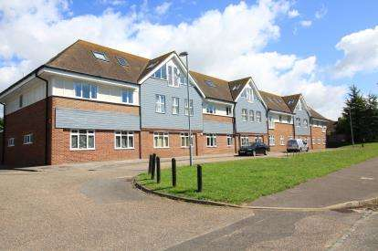 2 Bedrooms Flat for sale in Highcliffe, Dorset