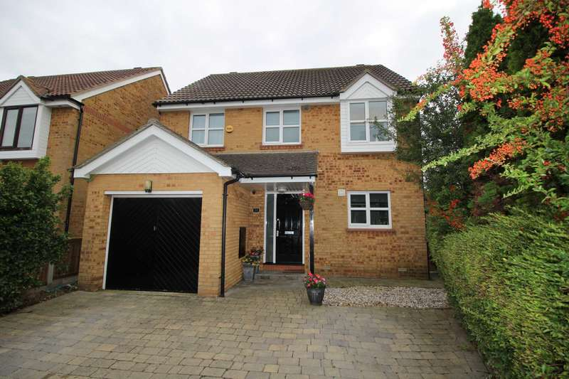 4 Bedrooms Detached House for sale in Heron Way, Maylandsea
