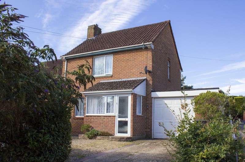 2 Bedrooms Semi Detached House for sale in Vince Close, Kinson, Bournemouth