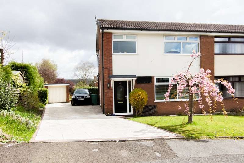 3 Bedrooms Semi Detached House for sale in Byron Road, green mount, Greater Manchester, BL8