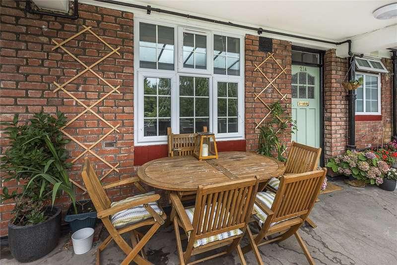 2 Bedrooms Flat for sale in Popesgrove Mansions, Heath Road, Twickenham, TW1
