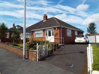 2 Bedrooms Bungalow for sale in Vista Road, Runcorn, Cheshire, WA7