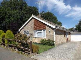 3 Bedrooms Bungalow for sale in Triton Place, Felpham, Bognor Regis, West Sussex
