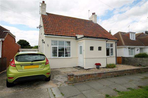 3 Bedrooms Chalet House for sale in Kenilworth Road, Holland on Sea