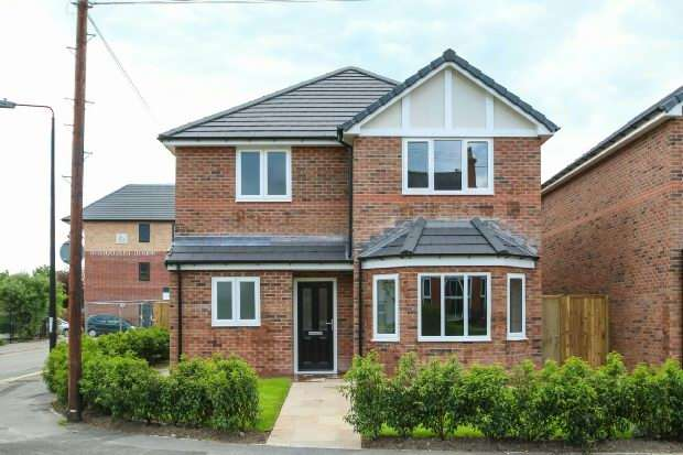 4 Bedrooms Detached House for sale in Deansgate Lane, Timperley