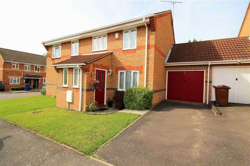 3 Bedrooms Semi Detached House for sale in Douglas Close, Grays
