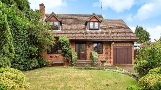 3 Bedrooms Detached House for sale in London Road, Windlesham, Surrey