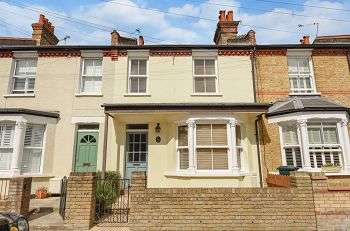 2 Bedrooms Terraced House for sale in Albany Road, Chislehurst, Kent, BR7 6BQ