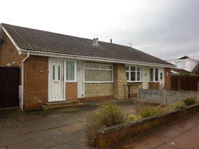 2 Bedrooms Semi Detached House for sale in Primrose Close, Southport, PR9 9FD