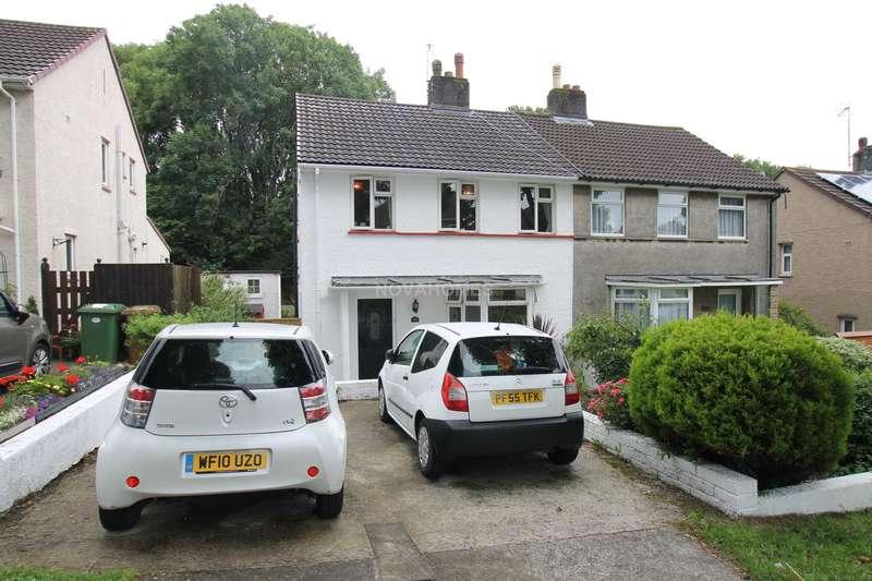 3 Bedrooms Semi Detached House for sale in Blandford Road, Efford, PL3 6JE