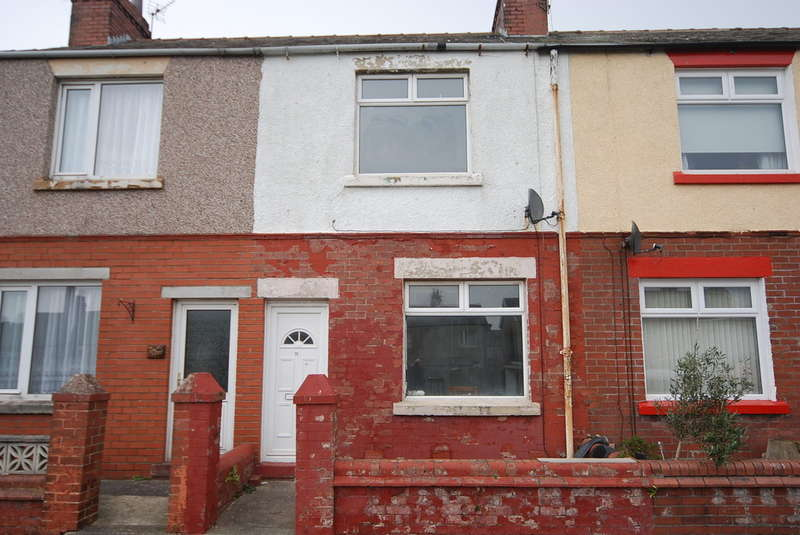 2 Bedrooms Terraced House for sale in Island Road, Barrow-in-Furness, Cumbria, LA14 2SB