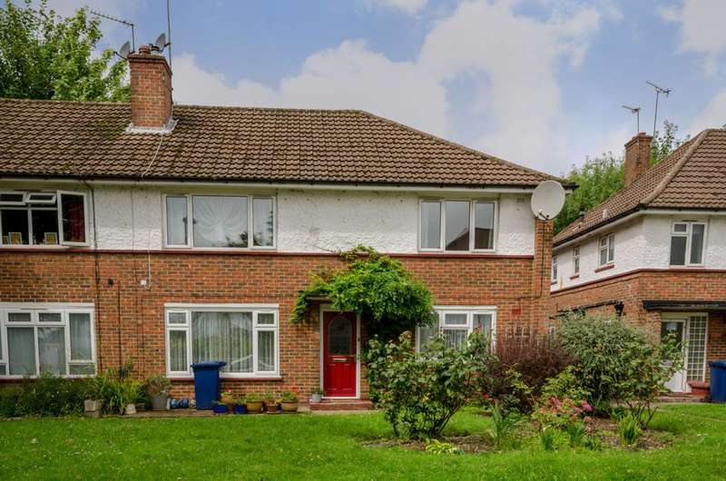 2 Bedrooms Flat for sale in Graywood Court, North Finchley, N12