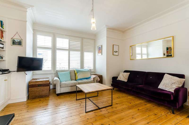 3 Bedrooms Flat for sale in Mortlake High Street, Barnes, SW14