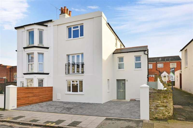 4 Bedrooms Town House for sale in John Street, Ryde, Isle of Wight