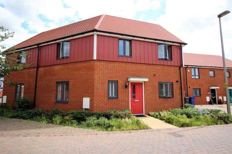 3 Bedrooms Semi Detached House for sale in Heathland Way, Grays