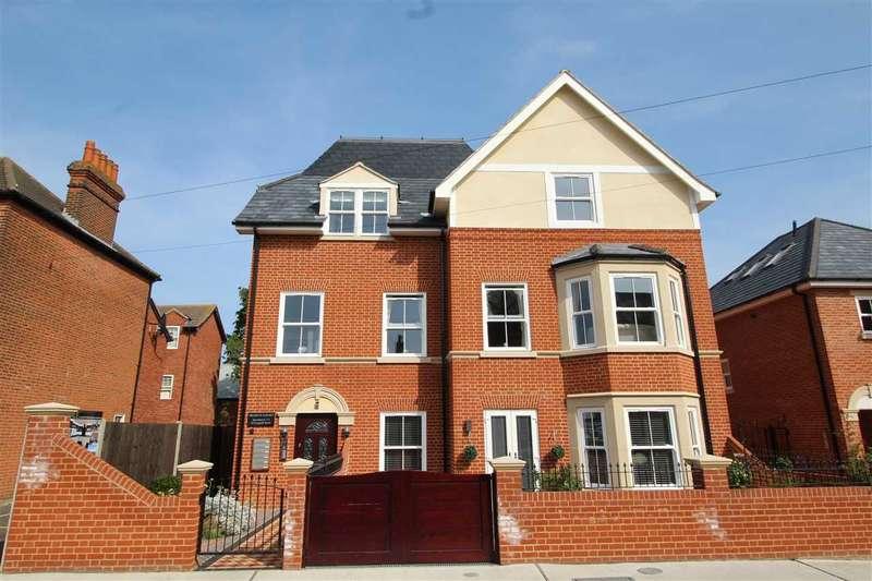 2 Bedrooms Apartment Flat for sale in Francis Court, Leopold Rd, Felixstowe