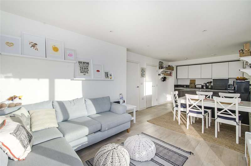 2 Bedrooms Flat for sale in Severn House, 19 Enterprise Way, London, SW18