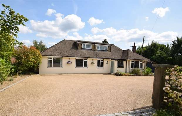 5 Bedrooms Chalet House for sale in Hawthorns, Scabharbour Road, WEALD, Kent