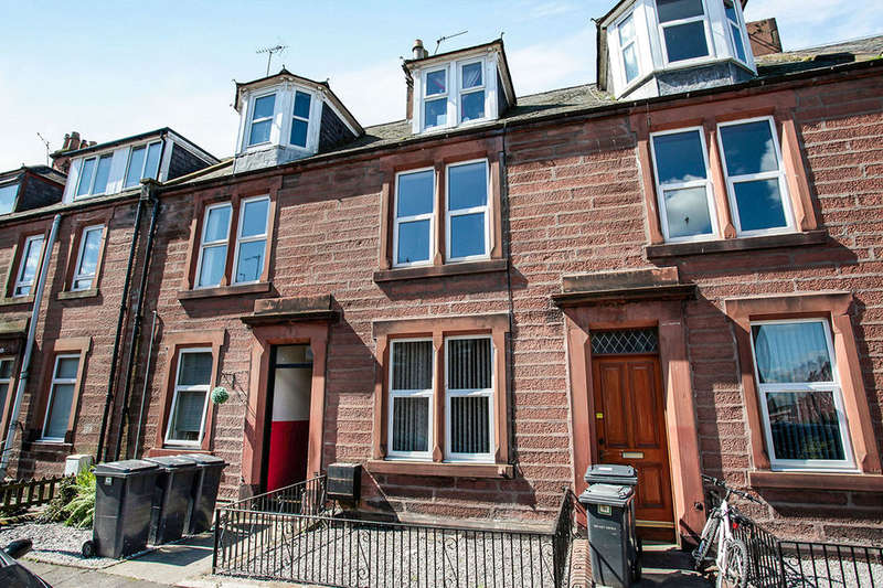 3 Bedrooms Flat for sale in Wallace Street, Dumfries, DG1