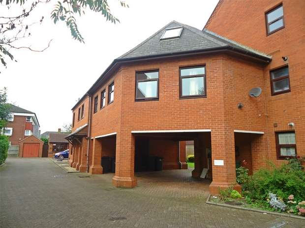 2 Bedrooms Flat for sale in Harcourt Gardens, Nuneaton, Warwickshire