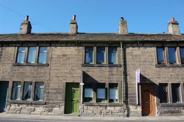 2 Bedrooms Terraced House for sale in WHITE HOUSES MYTHOLMROYD HEBDEN BRIDGE