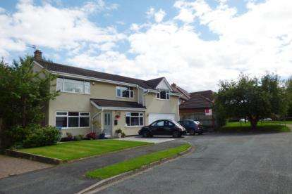 4 Bedrooms Detached House for sale in Oaklands Drive, Lymm, Cheshire
