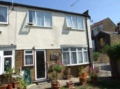 3 Bedrooms Semi Detached House for sale in York Road, Southend-On-Sea, Essex