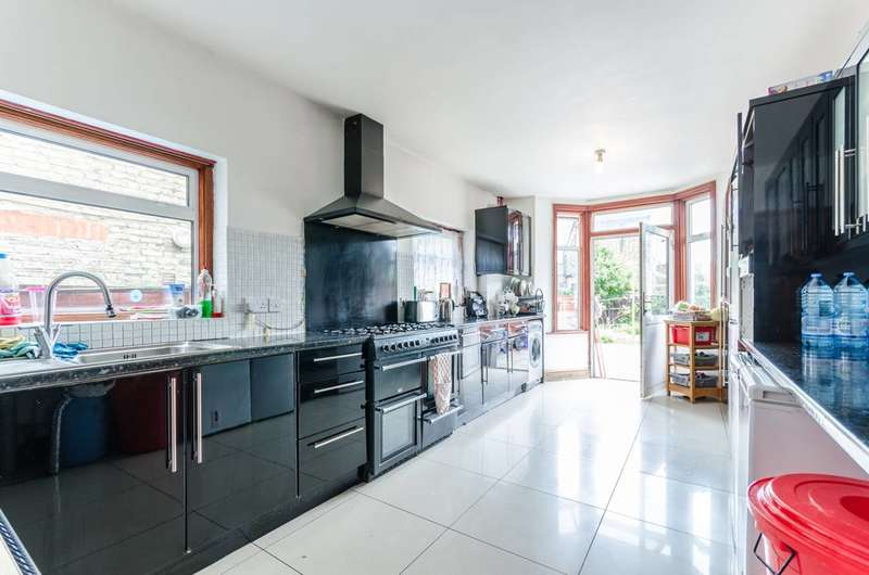 5 Bedrooms House for sale in Essex Road, Leyton, E10