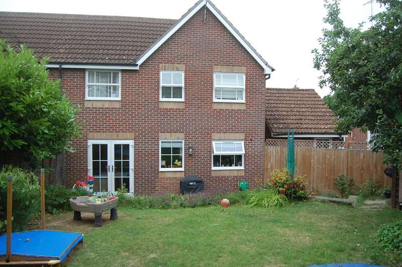 3 Bedrooms Semi Detached House for sale in Guernsey way, Braintree, Essex, CM7