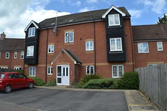 2 Bedrooms Flat for sale in Kestrels Mead, Tadley