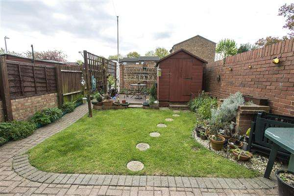 3 Bedrooms End Of Terrace House for sale in The Hollies, Gravesend