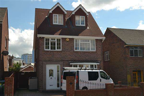 3 Bedrooms Detached House for sale in Kerins, Weston Lane, Southampton