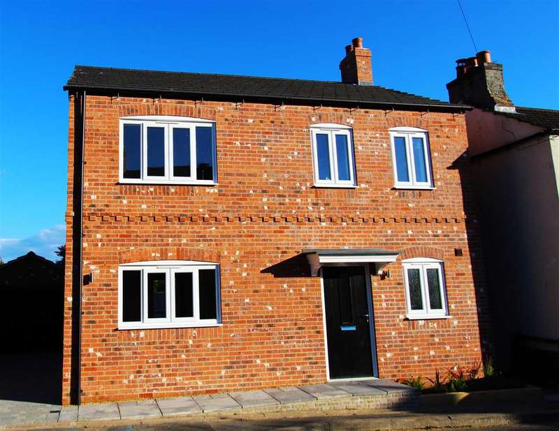 3 Bedrooms Detached House for sale in Main Street, Fleckney, Leicester