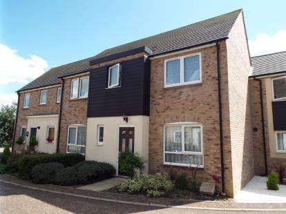 4 Bedrooms Semi Detached House for sale in Ruston Close, Huntingdon, Cambs