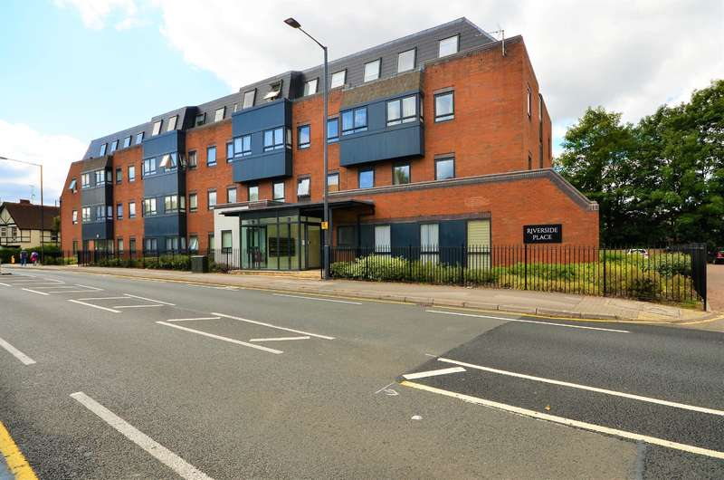2 Bedrooms Ground Flat for sale in 107 Marsh Lane, Pinner, Middlesex, HA5 5PA