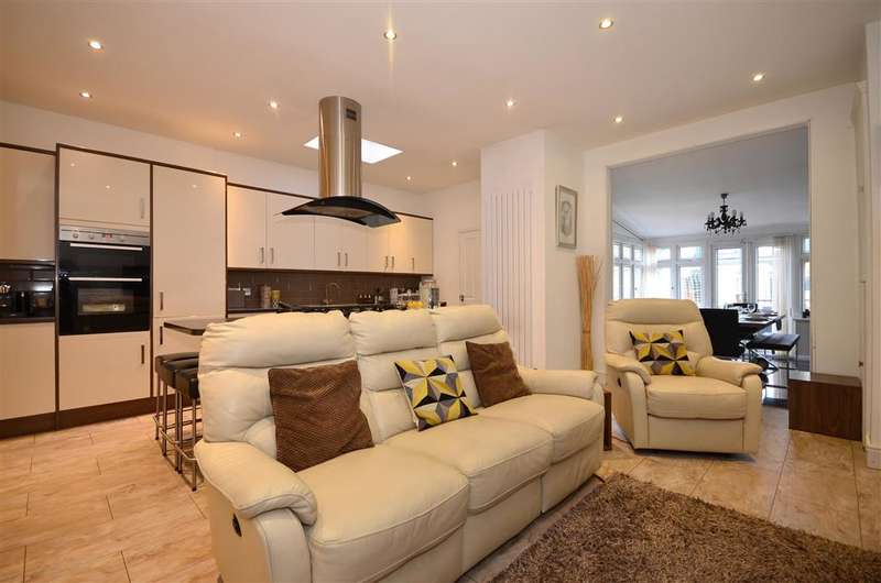 3 Bedrooms Terraced House for sale in Water Lane, Ilford, Essex