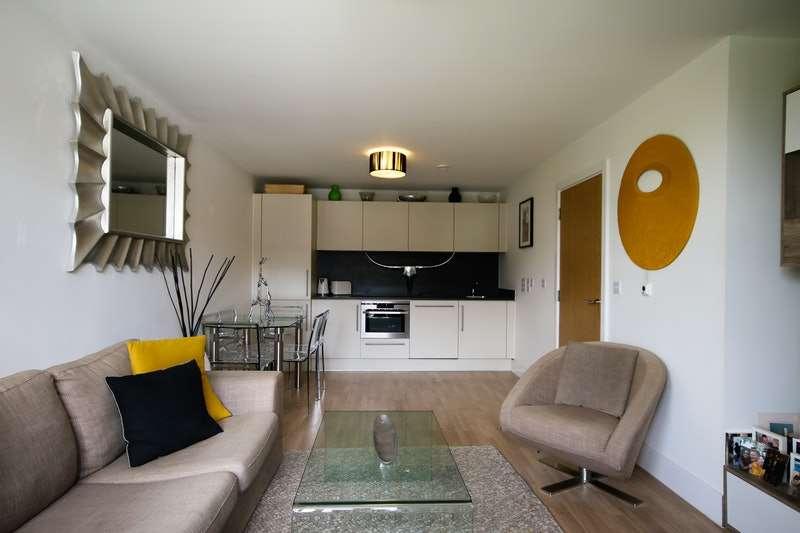 1 Bedroom Flat for sale in Pretoria Rd, Chertsey, Surrey, KT16