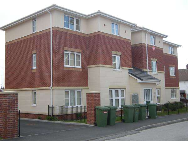 2 Bedrooms Apartment Flat for rent in Kingham Close, Twickenham Drive, Leasowe