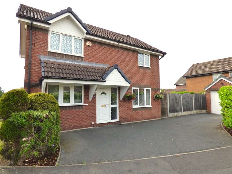 3 Bedrooms Detached House for sale in Burrington Close, Preston, Lancashire, PR2