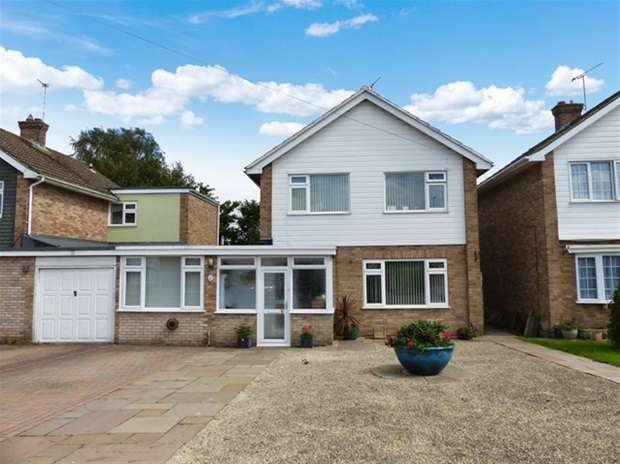 4 Bedrooms Detached House for sale in Prestbury Drive, Warminster