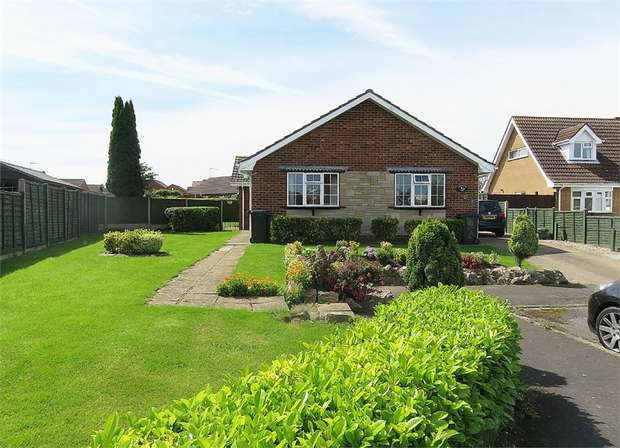 2 Bedrooms Detached Bungalow for sale in Hallam Close, Alford, Lincolnshire