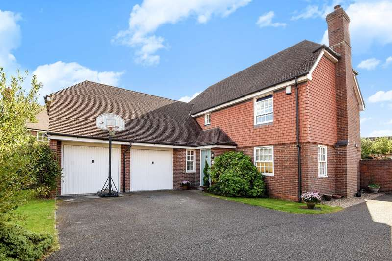 4 Bedrooms Detached House for sale in Berrall Way, Billingshurst, RH14